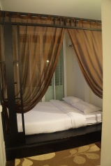 Tempat tidur yang romantis