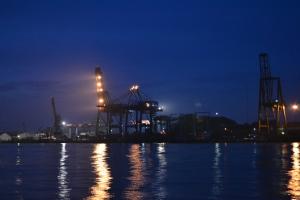 Pabrik Pupuk Sriwijaya di pinggir Sungai Musi