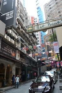 Penuh cafe di sepanjang jalan