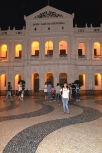 salah satu gedung kuno di Senado Square
