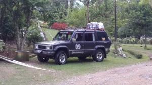 Ban belakang jeep nya harus diperbaiki dulu